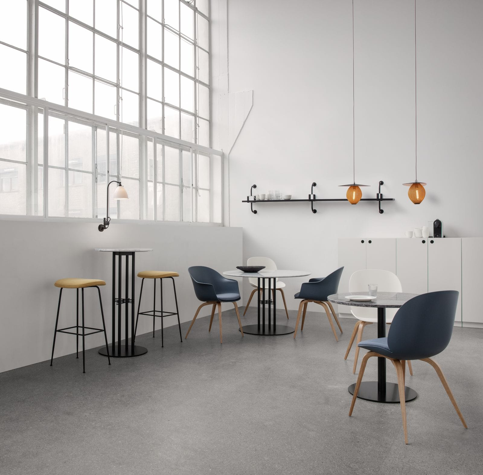 כסאות משרדיים מעוצבים - GUBI