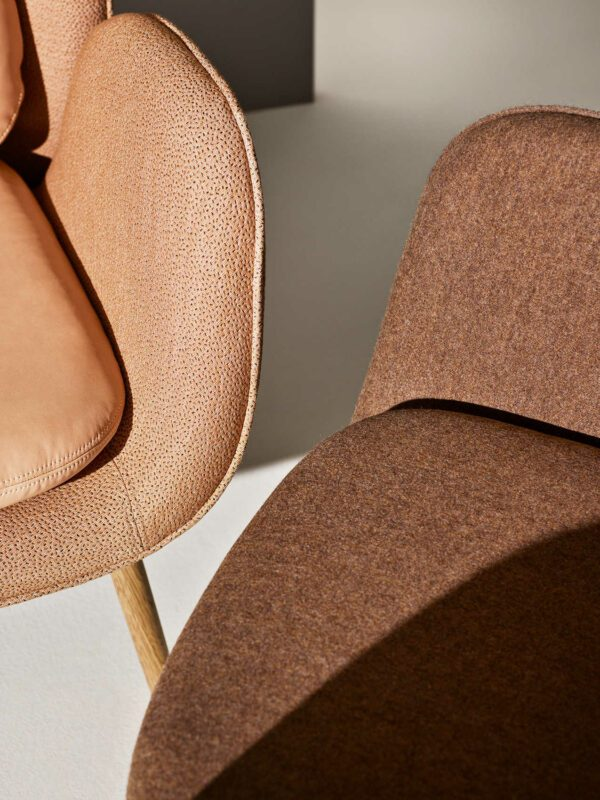 כסאות מעוצבים בגווני חום - FOGIA