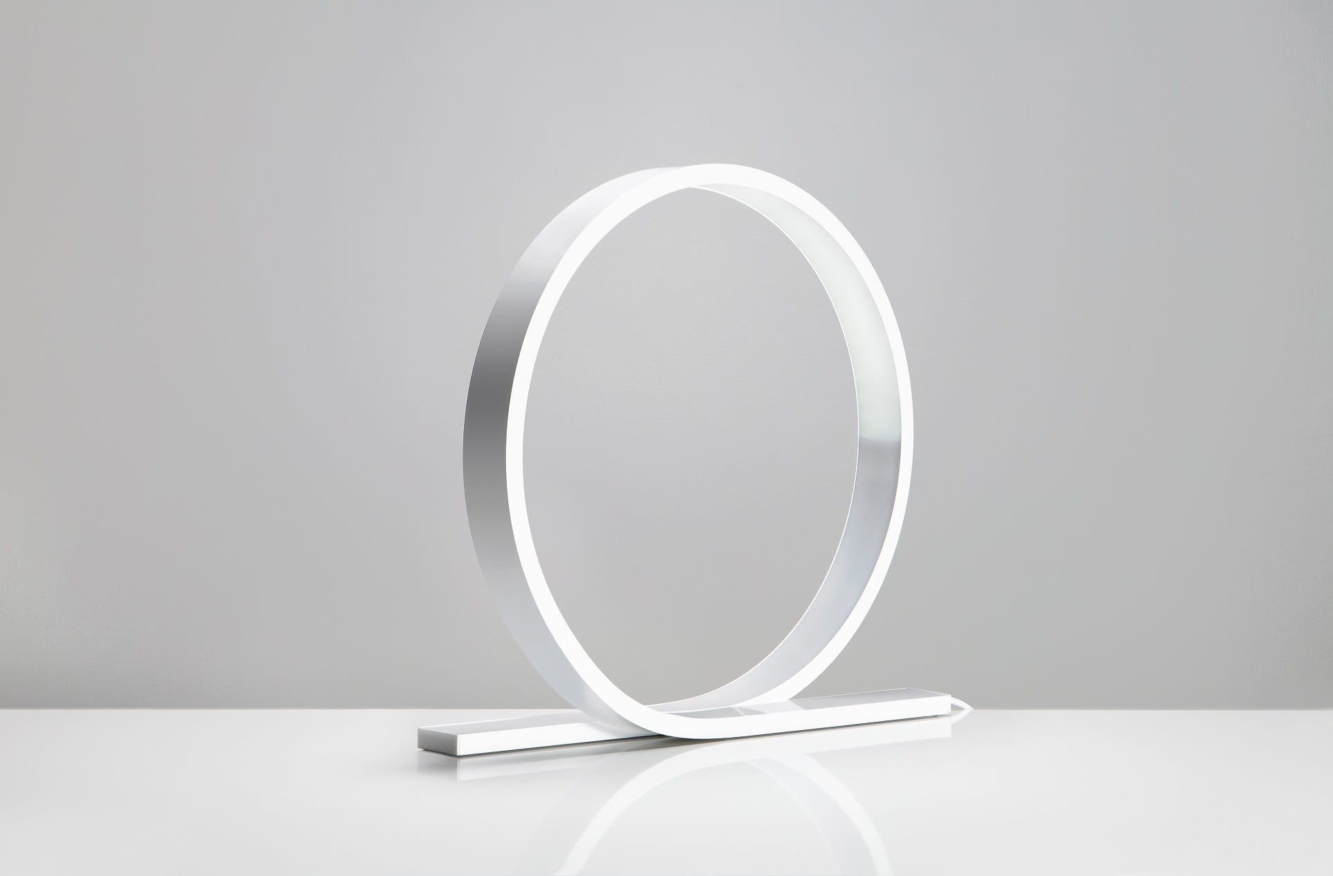 גופי תאורה מעוצבים דגם לופ לבן