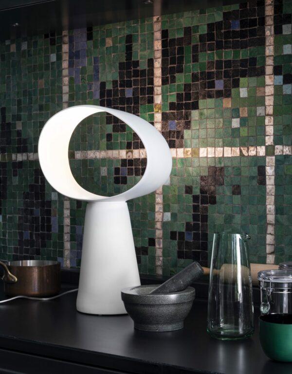 מנורת שולחן דקורטיבית - תאורה יוקרתית