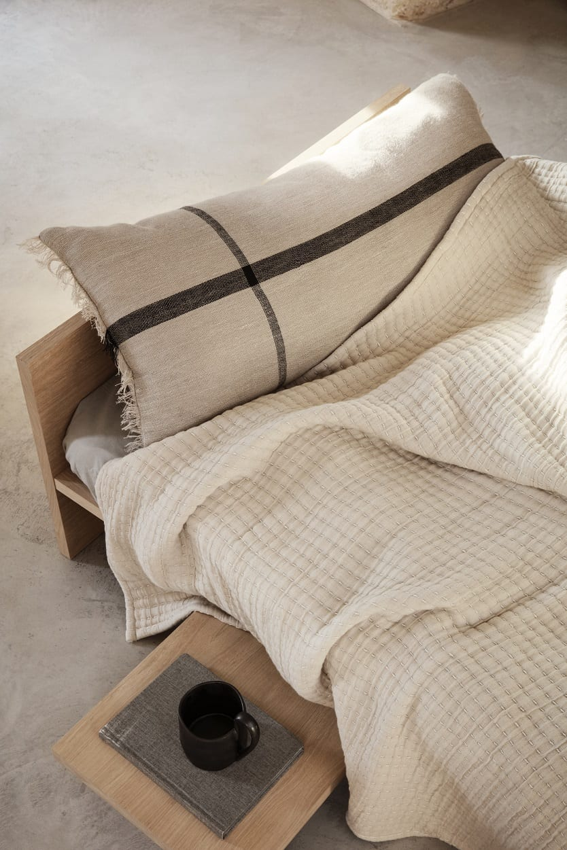 שולחן צד מעוצב מעץ אלון לחדר שינה