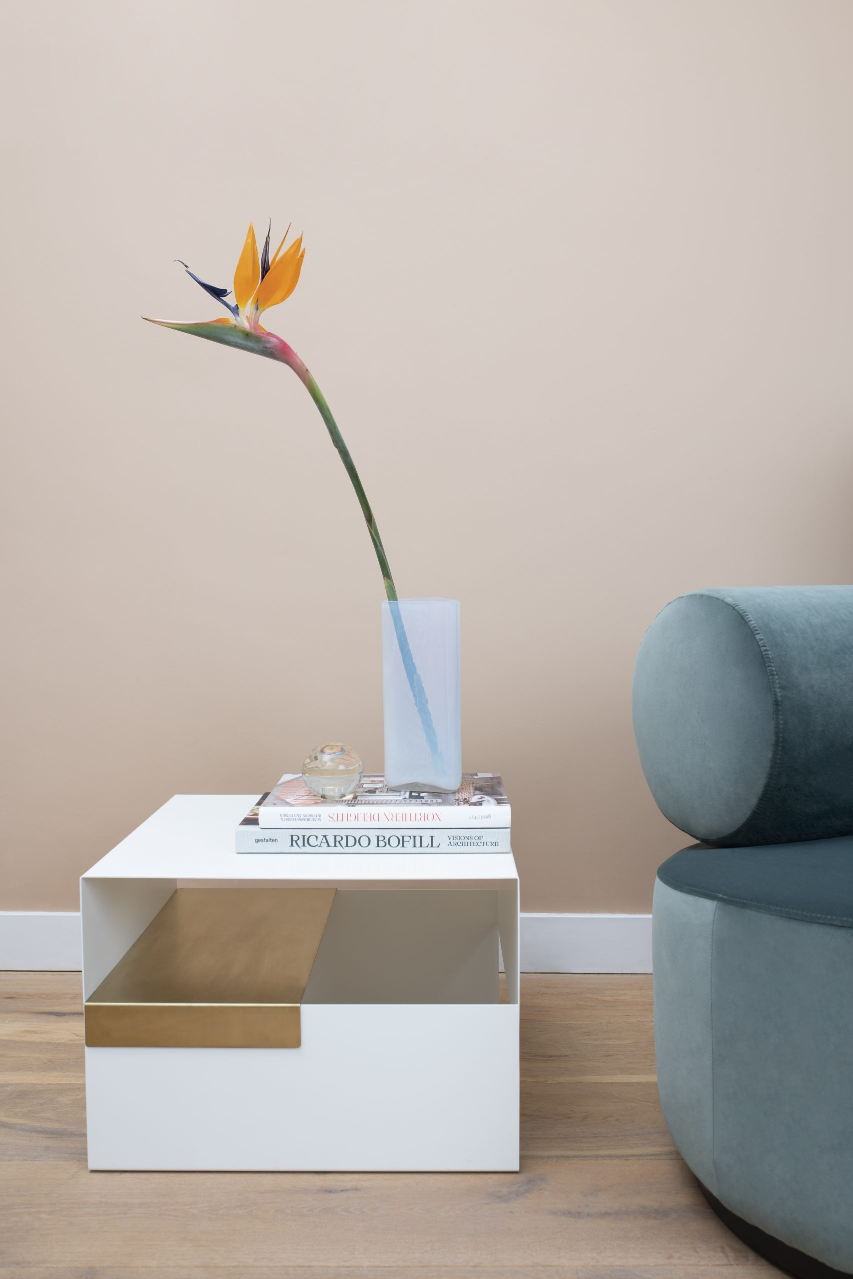Bruce_vase_axe_coffee_table_Sinclair_lounge_chair