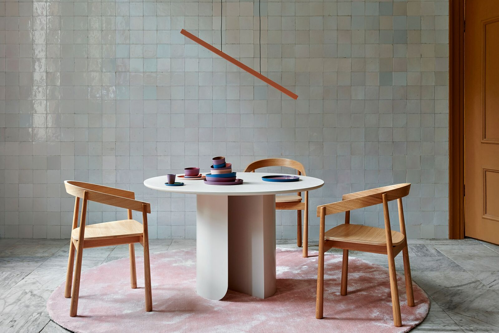 large-Plateau_dining_table_round_sand_Homerun_dining_chair_oak_wood1